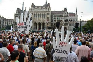 564693 400821659972259 1141143479 n 300x199 The Axe Effect: Thousands Protest in Front of Hungarian Parliament (Update)