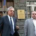 Vartan Oskanian with his attorney Tigran Atanesian outside the National Security Service building on Oct. 8 (Photolure)