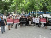 Protesters against domestic violence during Mariam gevorgyan trial. (Photo: Society Without Violence in Armenia)