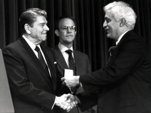 President Ronald Reagan presents the National Medal of Technology to Damadian, 1988.