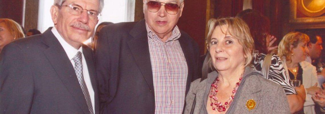 Esposa de Angel con el presidente del BNA