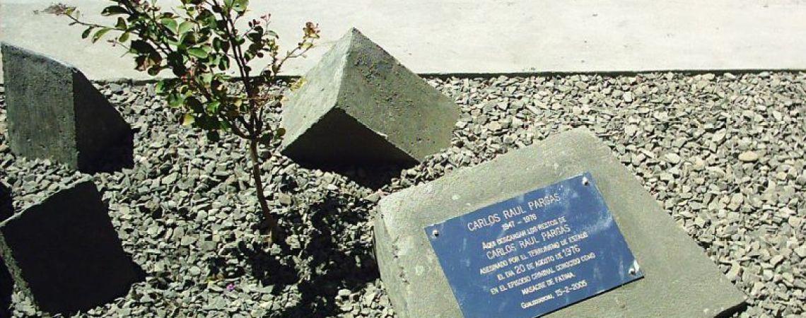 Placa en la tumba de Carlos, cementerio de Guaelguaychu