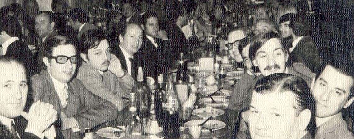 Cena con compañeros