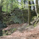 In den Fels gehauene Steintreppe