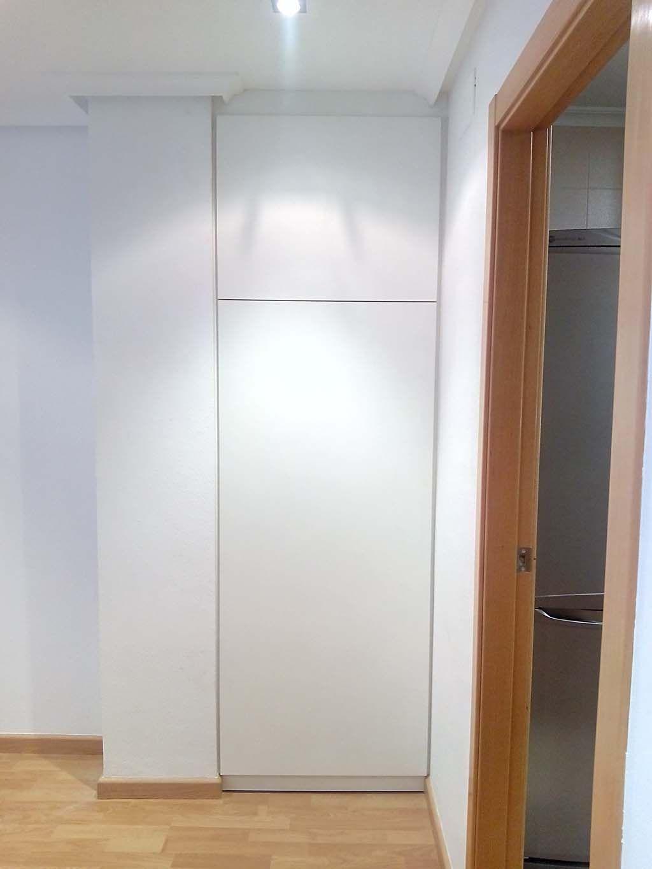 Armario empotrado de pasillo blanco - Puertas correderas armario empotrado ...