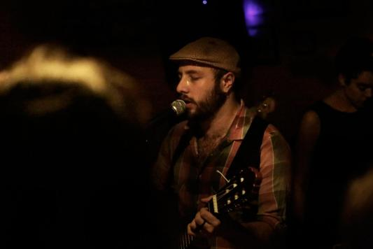 Ruspô, em seu primeiro show, na Casinha, em Belo Horizonte. Foto: Lunaé Parracho