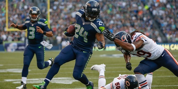 Seahawks running back Marshawn Lynch dodging tacklers