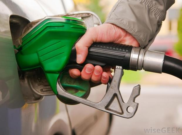pumping-diesel-fuel-into-a-car