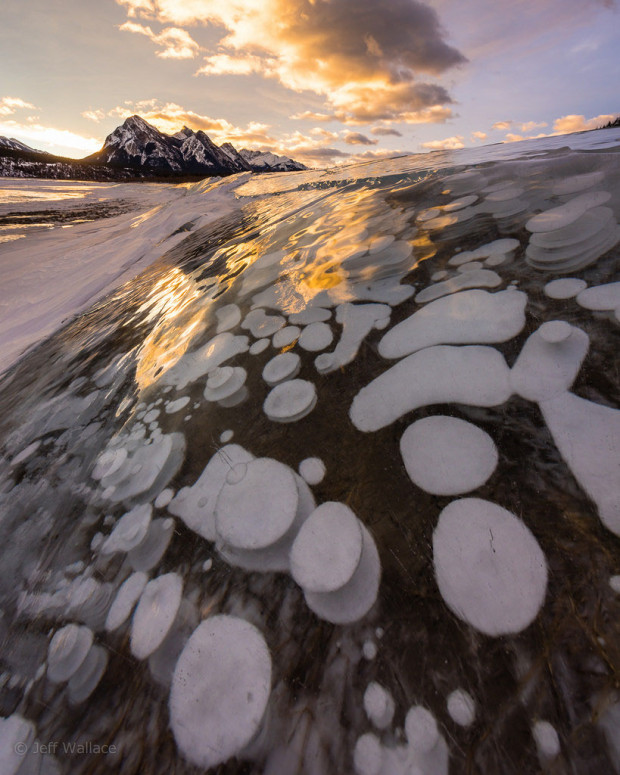 strange natural phenomenon: Frozen bubbles of methane