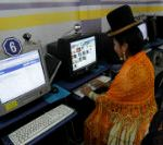 A cholita (Andean woman) looks at her facebook page at a public internet shop in La Paz February 14, 2012. REUTERS/David Mercado  (BOLIVIA - Tags: SCIENCE TECHNOLOGY SOCIETY) - RTR2XUWA