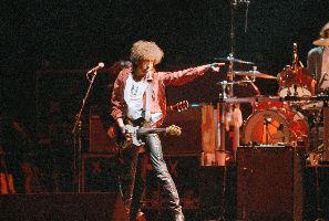 Bob Dylan in concert, Aug 3, 1986. (AP Photo/Nick Ut)