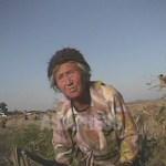 옥수수 이삭을 찾는 농촌의 한 할머니. 2008년 10월 황해북도의 한 농촌에서. 촬영 심의천(아시아프레스)