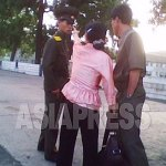 [Reference photo] Troubles and quarrels between police officers and citizens are daily affairs in North Korea. As long as the issue is not related to political crimes, many people are now not hesitating to voice their discontent to police officers. In this photo, a woman (center) protests loudly against the police officer (left) for his crackdown on people in the street. (June. 2010. North Pyongan Province. A captured image from the video footage taken by Kim Dong-cheol)