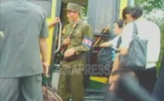 (Reference Photo) A soldier belonging to State Security Forces is checking a bus which is heading for Pyongyang. Taken by Lee Joon on Aug. 2006 (ASIA PRESS)