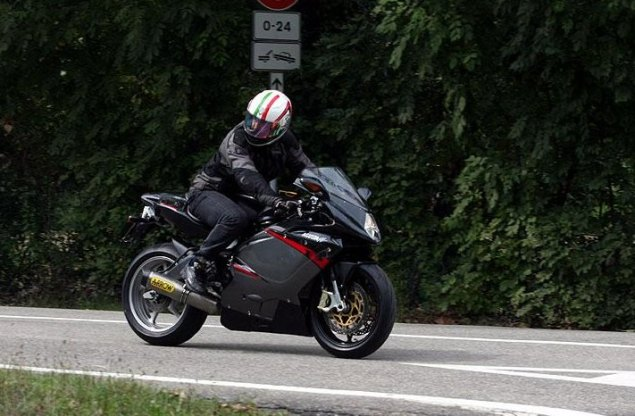Spy Shot: MV Agusta F3 3 Cylinder Caught Testing 2011 MV Agusta F3 spy shot 2 635x416