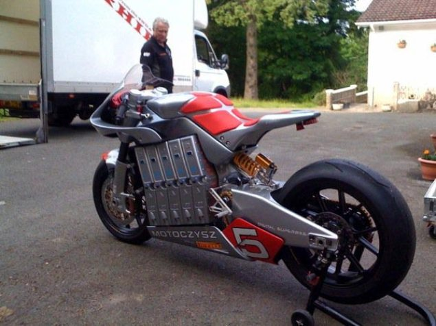 Spy Shot: 2010 MotoCzysz E1pc at the Isle of Man 2010 Motoczysz E1pc spy shot isle of man
