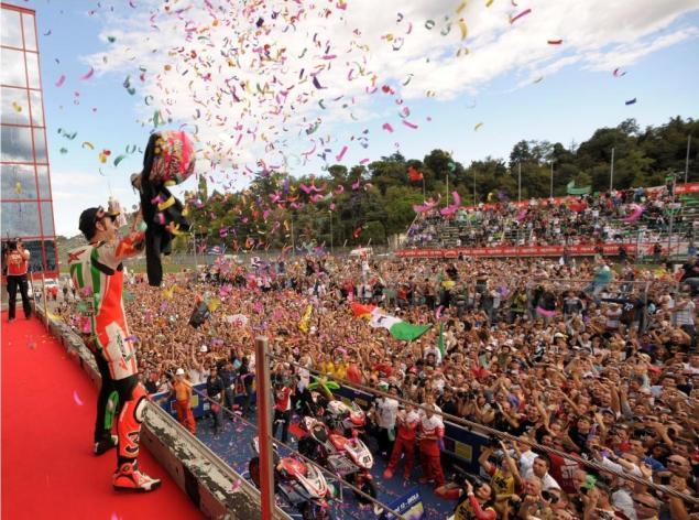 The Roman Emperor Clinches World Superbike Maxi Biaggi Aprilia WSBK championship Imola victory 623x464