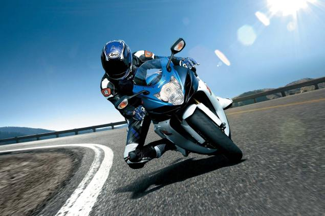 How Did the 2011 Suzuki GSX R 600 Lose 20 lbs? 2011 suzuki gsx r 600 635x423
