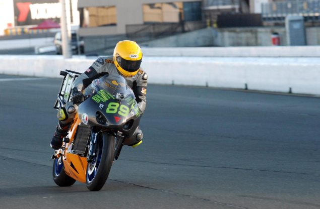 Chip Yates Electric Race Bike Practices at Infineon Chip Yates SWIGZ Infineon Raceway test 635x416