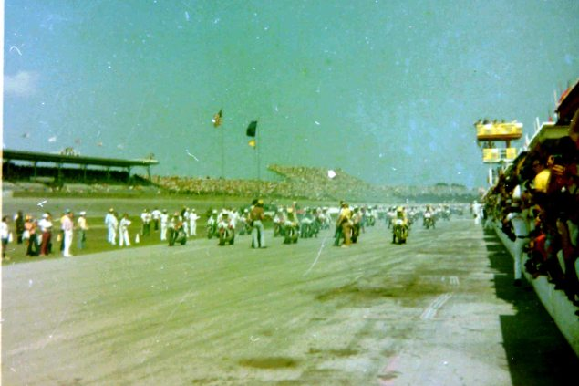 Photos: The Daytona 200 Thirty Five Years Ago   When Bikes Were Bikes & Men Were Men 200start1976 635x423