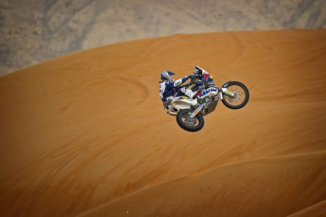 Video: Marc Coma + X Fighters + Abu Dhabi Desert = Woot! marc coma ktm 450 dakar desert jump 6 635x423
