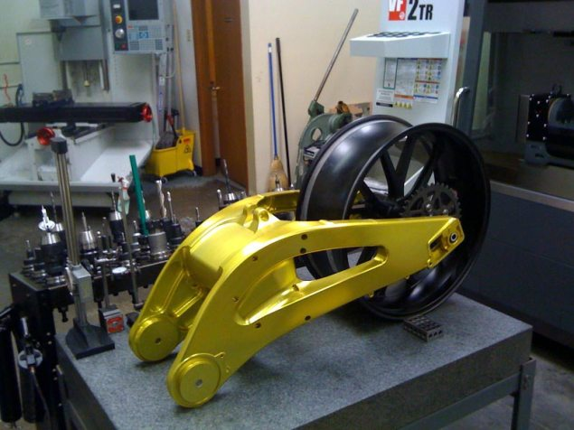 Lightning Motors Flying Banana Drops 150lbs, Adds 50hp Lightning Motors swingarm yellow 635x476