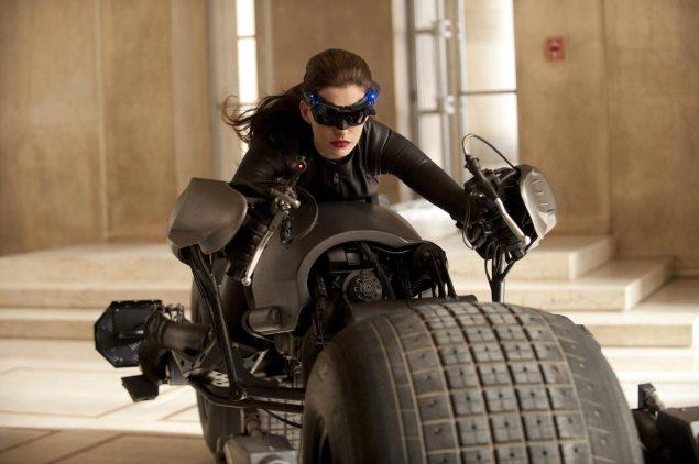 Anne Hathaway + Catwoman + Batpod = Awesome Anne Hathaway Catwoman Batpod 635x422