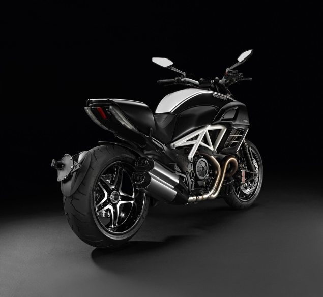 Ducati Diavel AMG Special Edition Breaks Cover Ducati Diavel AMG Special Edition 1 635x584