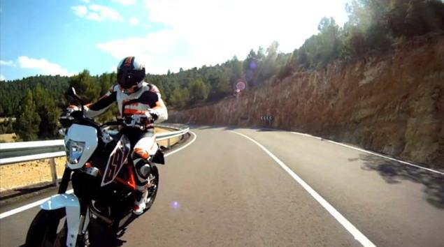 Video: 2012 KTM 690 Duke Teaser 2012 KTM 690 Duke 5 635x354