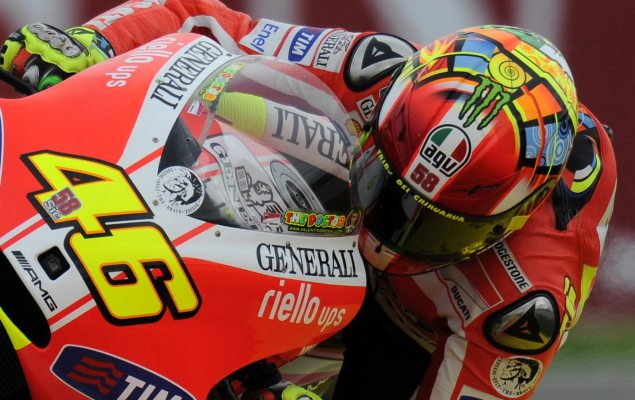 Valentino Rossis SuperSic Tribute Helmet Rossi Marco SImoncelli tribute helmet close up 635x400