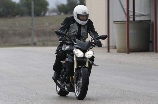 Spy Photos: 2013 Triumph Street Triple 2013 Triumph Street Triple spy photos 011 635x419