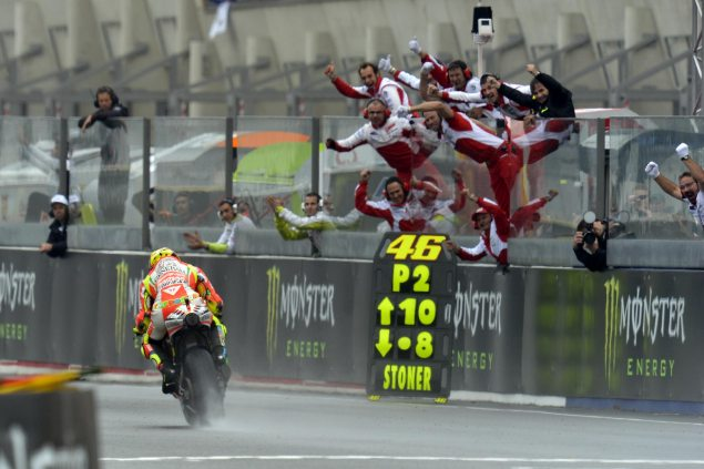 Sunday Summary at Le Mans: Head & Heart Valentino Rossi Le Mans Ducati Corse 2012 635x423
