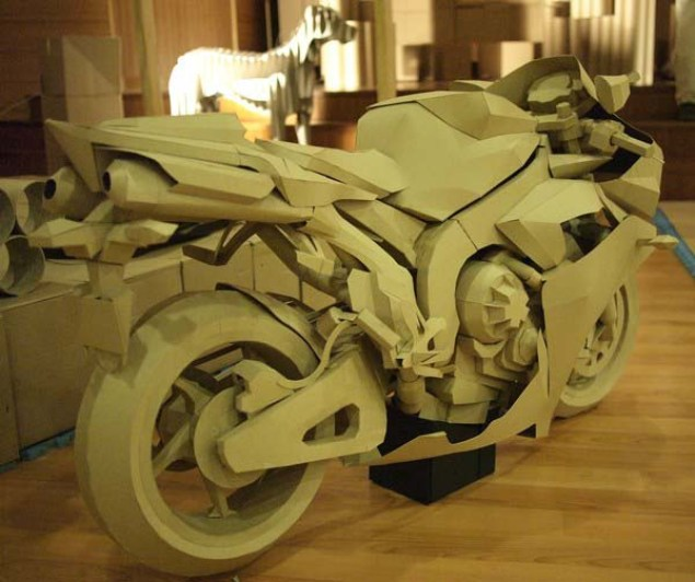 Cardboard Yamaha R1 Model is so Awesome It Hurts Cardboard Yamaha R1 02