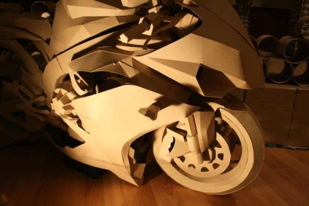 Cardboard Yamaha R1 Model is so Awesome It Hurts Cardboard Yamaha R1 05