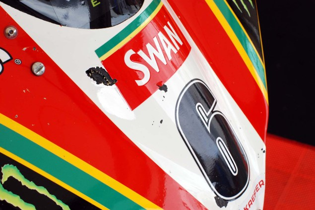 Up Close with Ian Hutchinsons Swan Yamaha R1 Superbike Ian Hutchinson Swan Yamaha R1 IOMTT 02 635x425