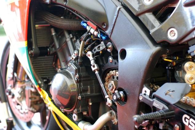 Up Close with Ian Hutchinsons Swan Yamaha R1 Superbike Ian Hutchinson Swan Yamaha R1 IOMTT 19 635x425