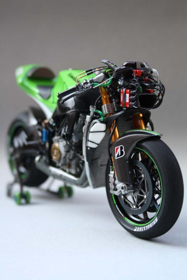 XXX: Randy de Puniets 2006 Kawasaki Ninja ZX RR Randy de Puniet 2006 Kawasaki ZX RR MotoGP scale model 32 635x952