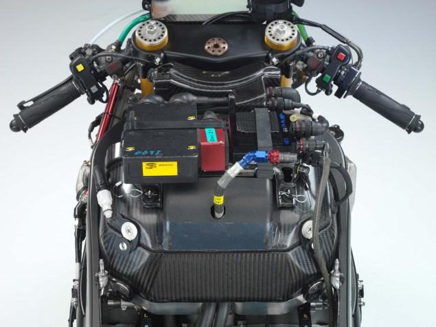 XXX: Valentino Rossis 2006 Yamaha YZR M1 Valentino Rossi 2006 Yamaha YZR M1 hi res 16 635x476