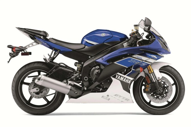 And Here is the 2013 Yamaha YZF R6... 2013 Yamaha YZF R6 18 635x423