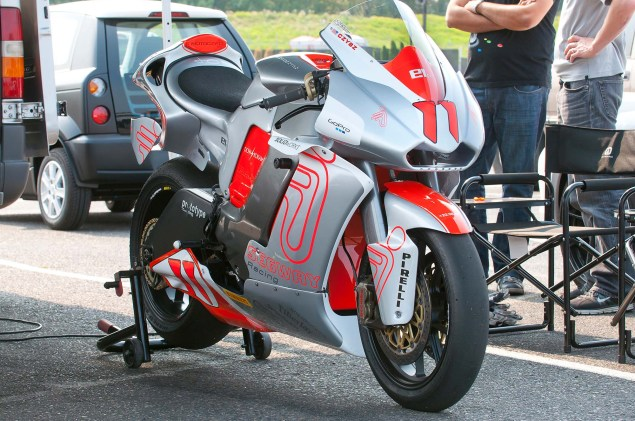 MotoCzysz E1pc vs. Ducati 1199 Panigale S MotoCzysz E1pc test PIR 12 635x421