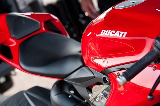 MotoCzysz E1pc vs. Ducati 1199 Panigale S MotoCzysz E1pc test PIR 15 635x421