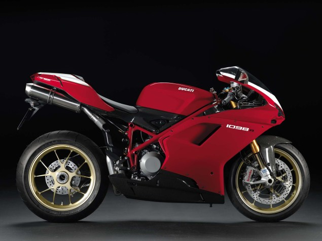 A Quarter Century of Ducati Superbikes in Photos 2008 Ducati Superbike 1098R 635x476
