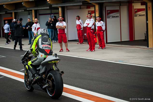 MotoGP: First Shots of Rossi Back on the Yamaha YZR M1 Valentino Rossi Valencia Test Yamaha Racing Scott Jones 02