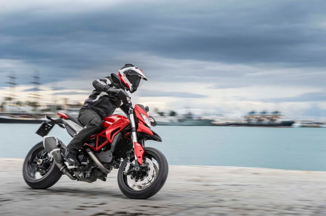 2013-Ducati-Hypermotard-action-photos-36