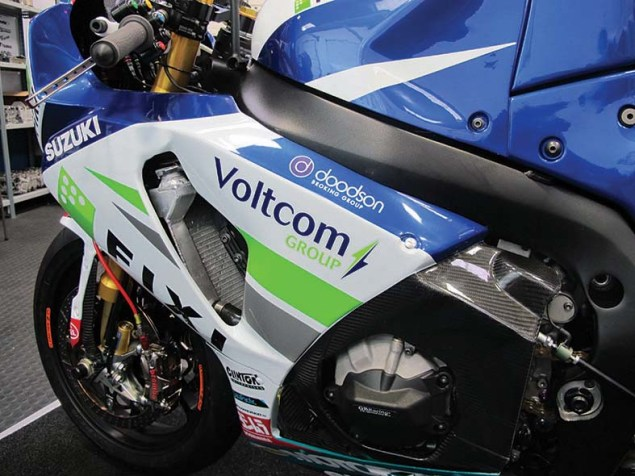 2013 Fixi Crescent Suzuki GSX R1000 Debuts with Less Engine Building Support from Yoshimura 2013 Fixi Crescent Suzuki GSX R1000 04 635x476