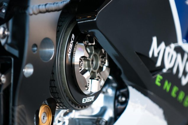 Is Yamaha Using A Seamless Gearbox? The Data Says No yamaha yzr m1 motogp valentino rossi dry clutch 635x421