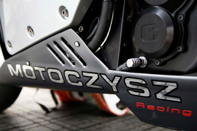 Up Close with the 2013 MotoCzysz E1pc 2013 MotoCzysz E1pc Isle of Man TT Zero 11 635x423