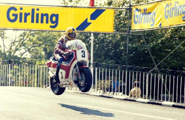 On Board Joey Dunlops Honda RS850R at the 1983 IOMTT joey dunlop 1983 isle of man tt honda rc850r v4