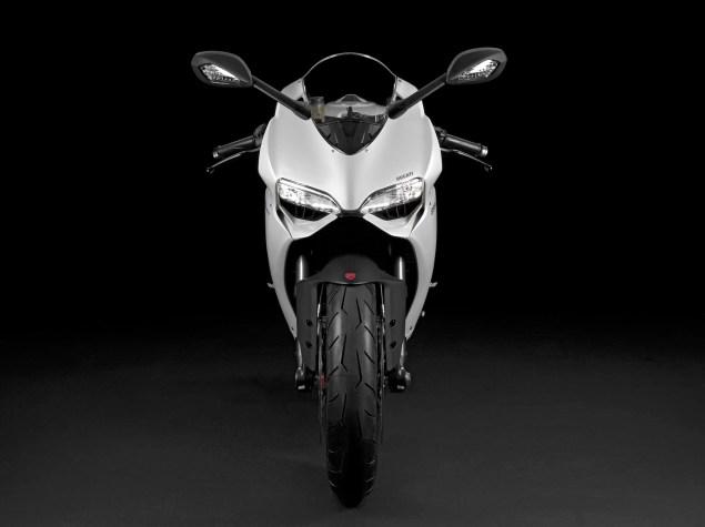 2014-Ducati-899-Panigale-studio-10