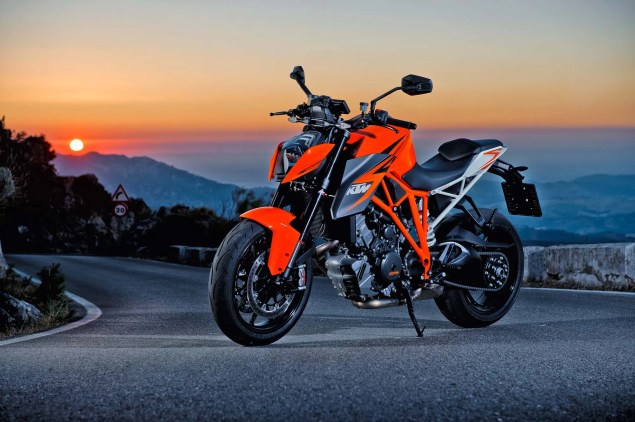 38 Hi Res Photos of the KTM 1290 Super Duke R 2014 KTM 1290 Super Duke R 02 635x422